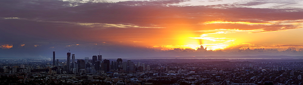 Panoramic view of city at sunrise, Brisbane, Australia