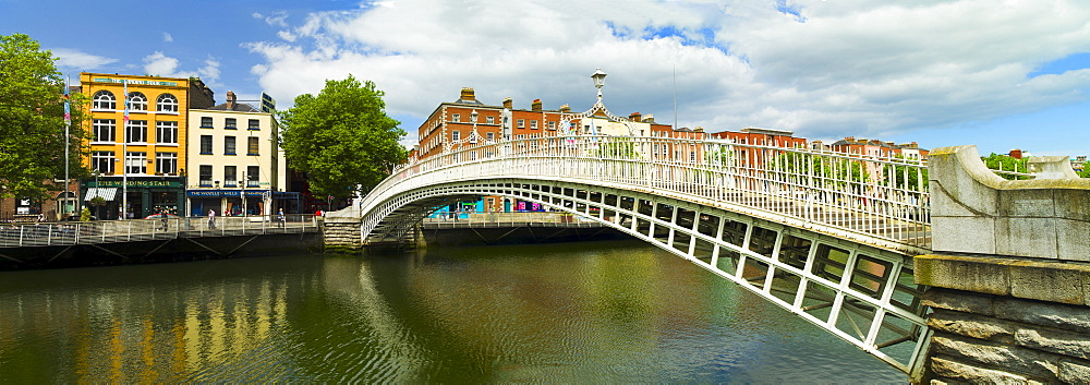 Ha'penny bridge and River Liffey