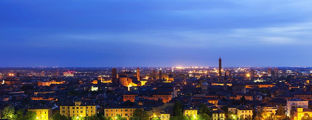 Italy, Emilia-Romagna, Bologna, Cityscape at dusk