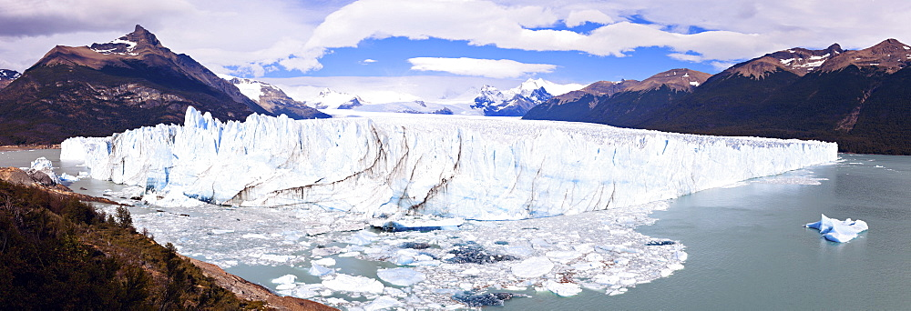 Panoramic view of iceberg, Argentina, Perito Moreno
