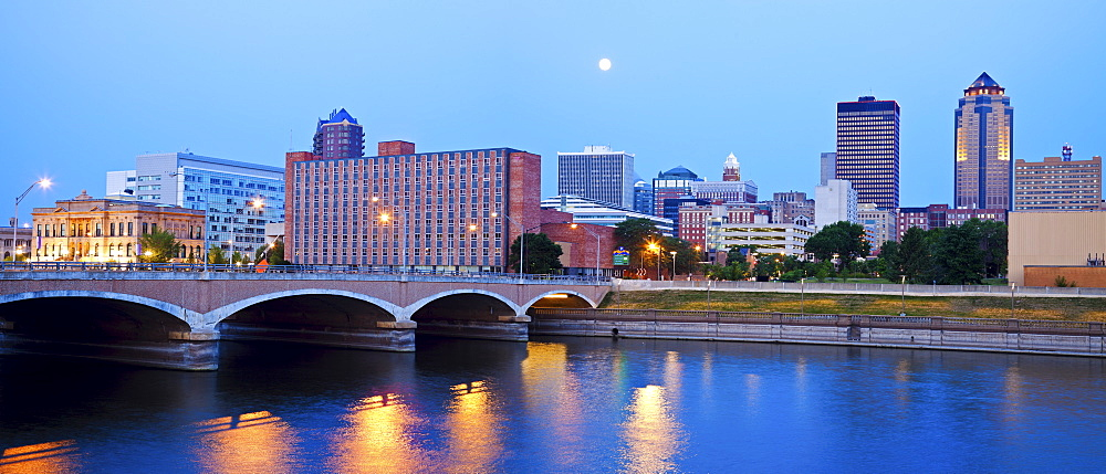 Full Moon above Des Moines, Iowa