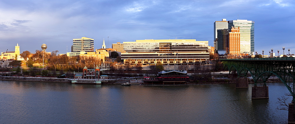 USA, Tennessee, Knoxville, Skyline at sunrise