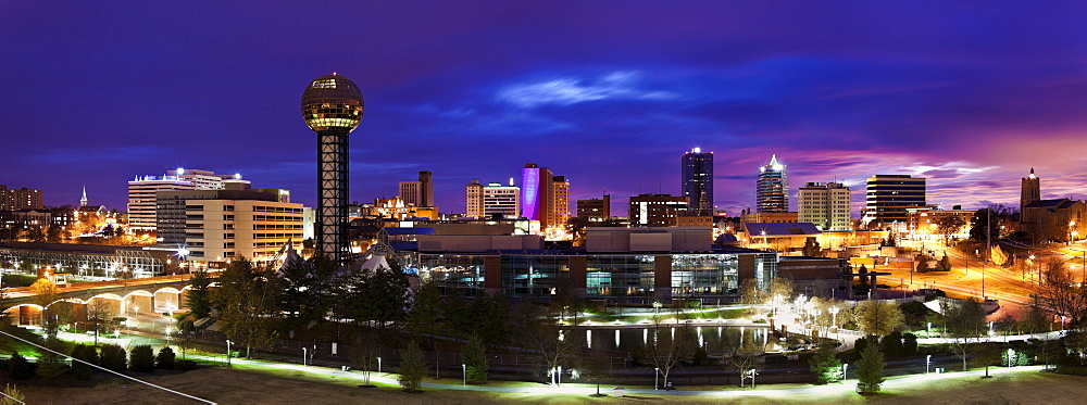 USA, Tennessee, Knoxville, Skyline at dusk
