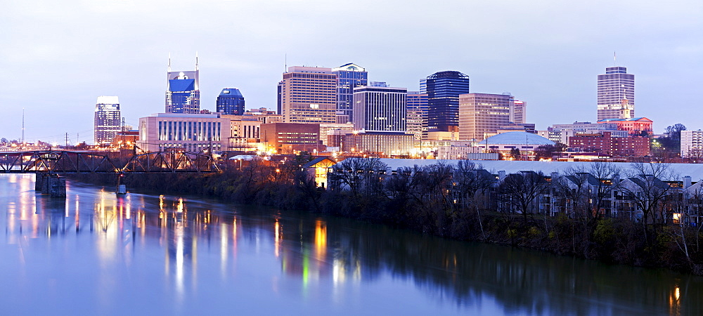 USA, Tennessee, Nashville, Panoramic cityscape at dawn