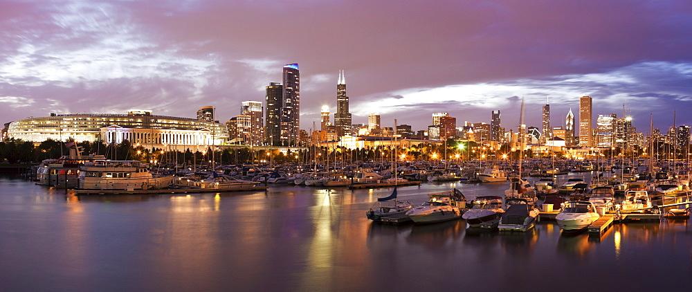 USA, Illinois, Chicago skyline at sunset