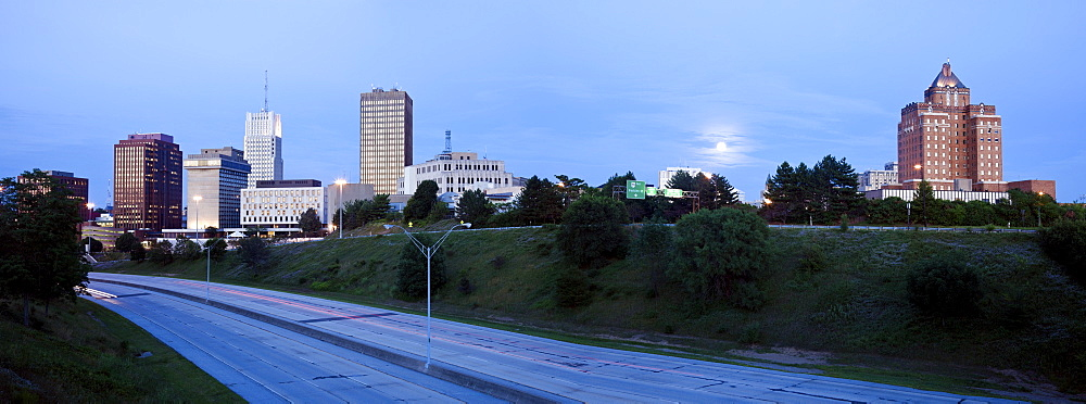 USA, Ohio, Akron, Skyline at dusk