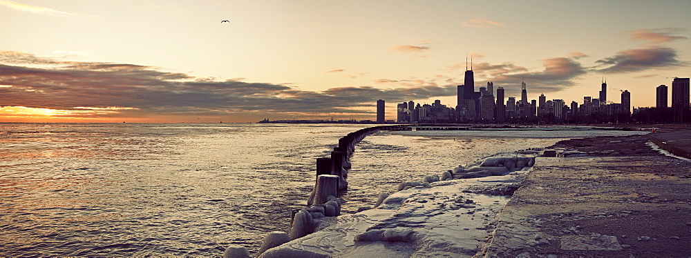 USA, Illinois, Chicago, Skyline at sunrise