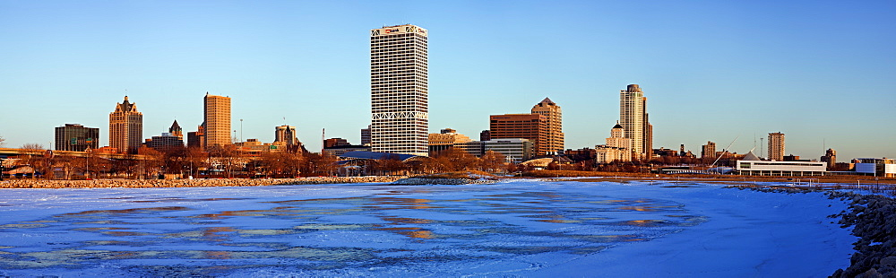 USA, Wisconsin, Milwaukee skyline