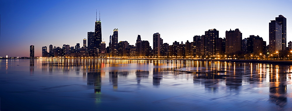 USA, Illinois, Chicago, City skyline over Lake Michigan at sunset