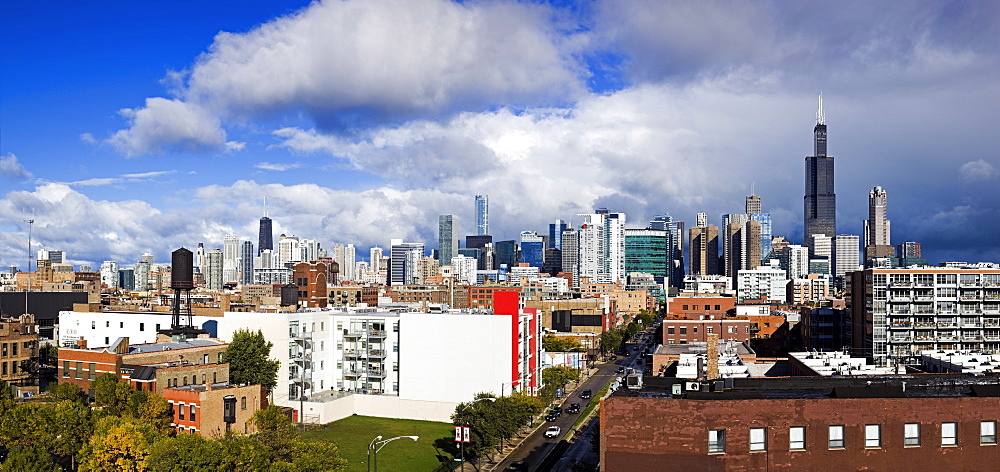 USA, Illinois, Chicago, Clouds over downtown
