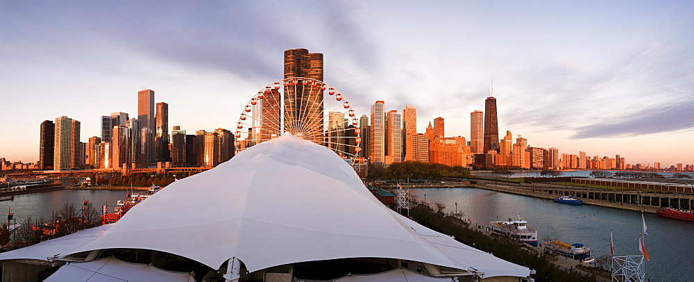 USA, Illinois, Chicago, City skyline with ferries wheel