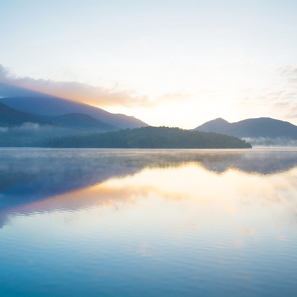 USA, New York, Adirondack Mountains, Lake Placid at sunrise