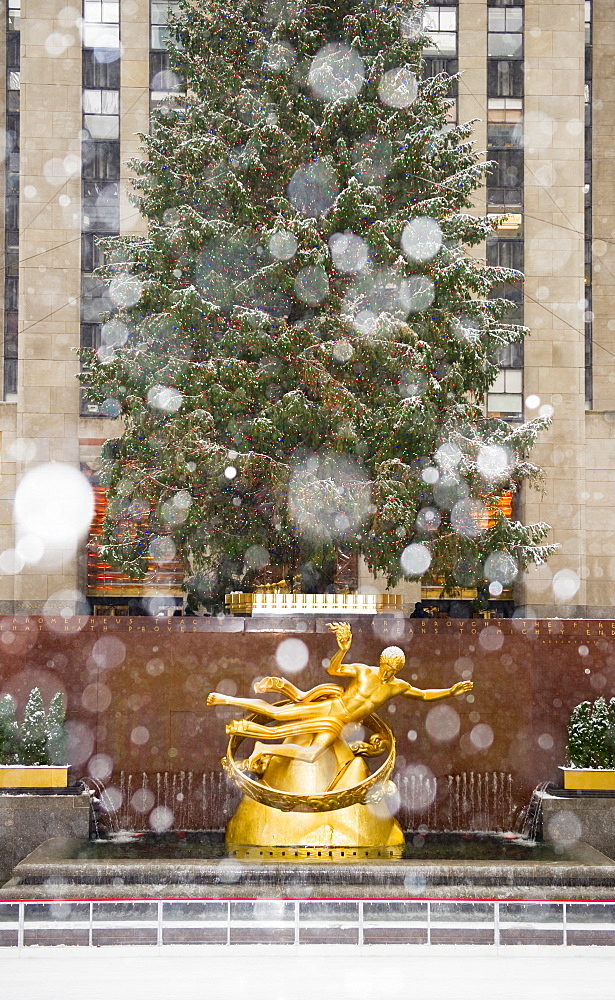 Rockefeller center on a snowy day