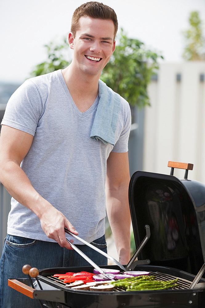 Man barbequing - 1178-10792