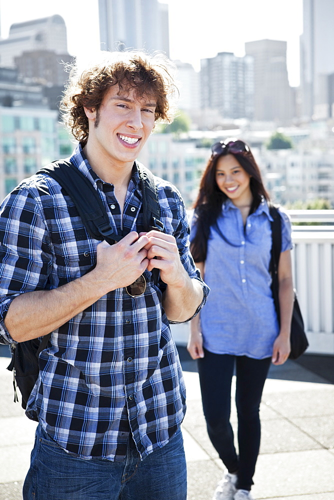 USA, Washington, Young couple sightseeing