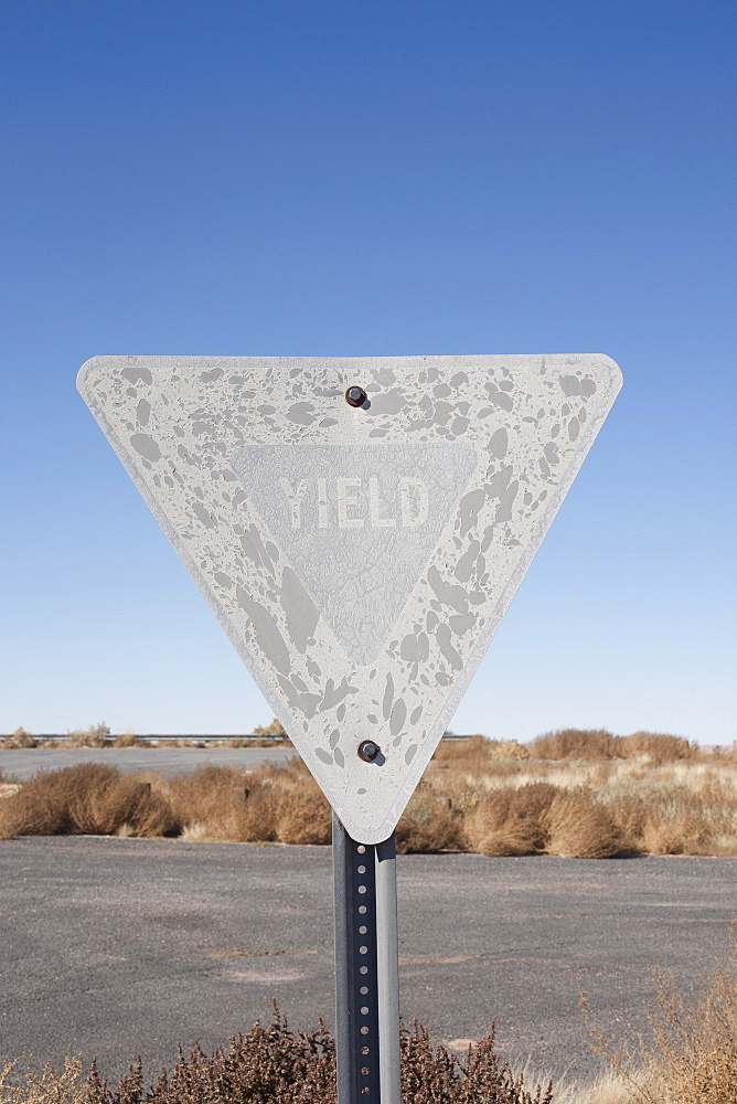 USA, Arizona, Winslow, Old yield sign