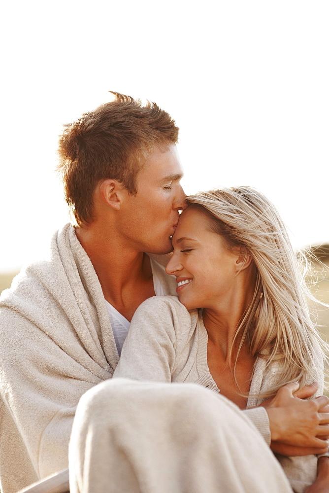 Man kissing girlfriend