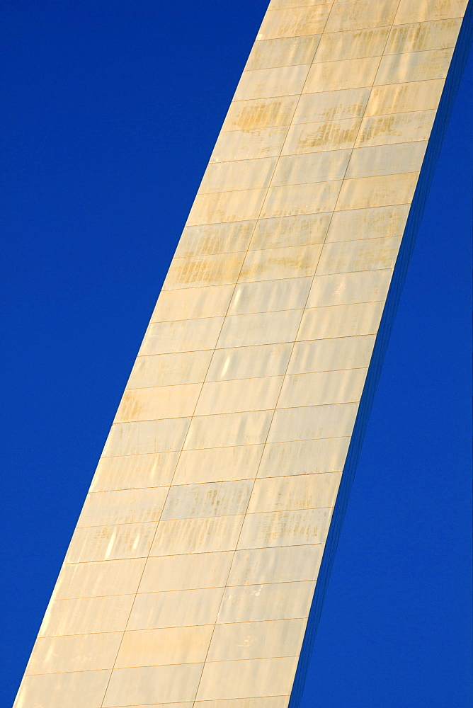 USA, Missouri, St. Louis, St. Louis Memorial Arch and blue sky