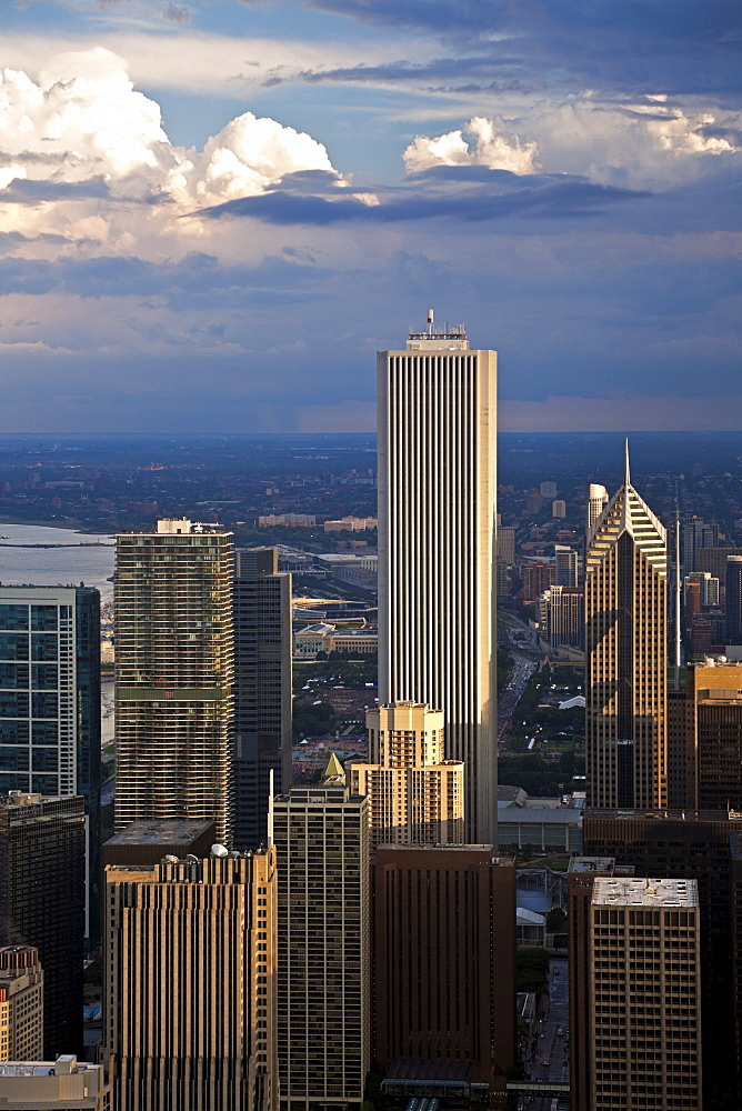 USA, Illinois, Chicago, AON Center, Aqua Building and Prudential Building in downtown district