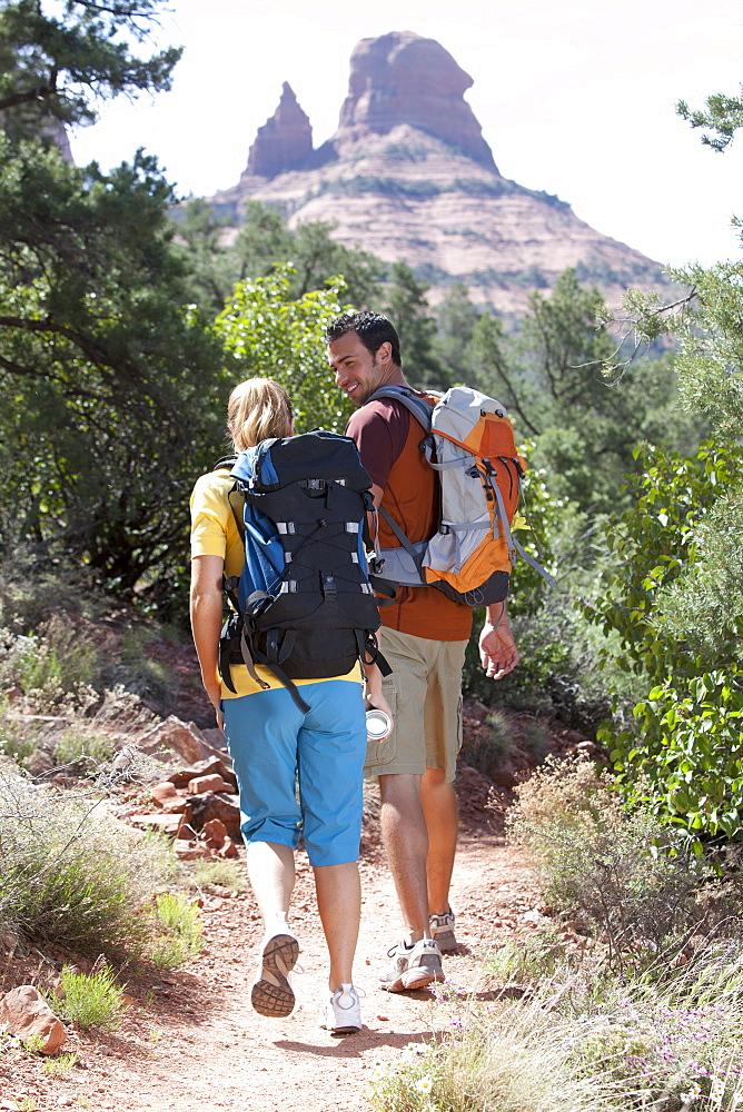 USA, Arizona, Sedona, Young couple hiking