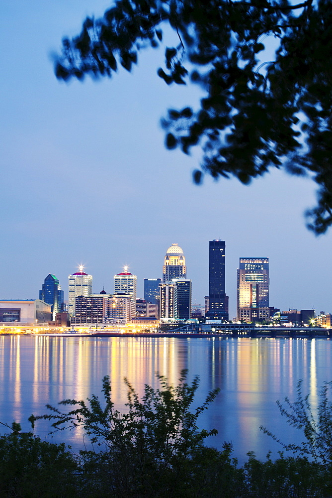 USA, Kentucky, Louisville, Skyline at dusk