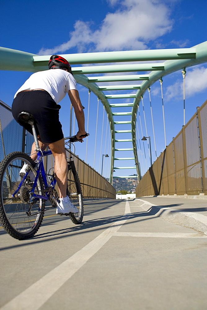 USA, California, Berkeley, Cyclist on bridge