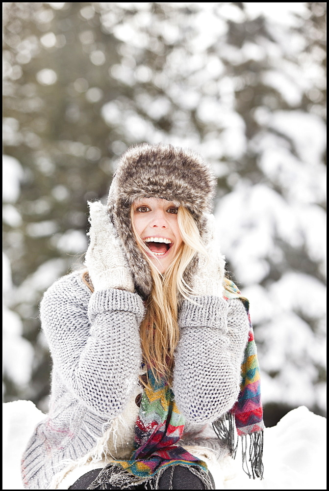USA, Utah, Salt Lake City, portrait of young woman in winter clothing