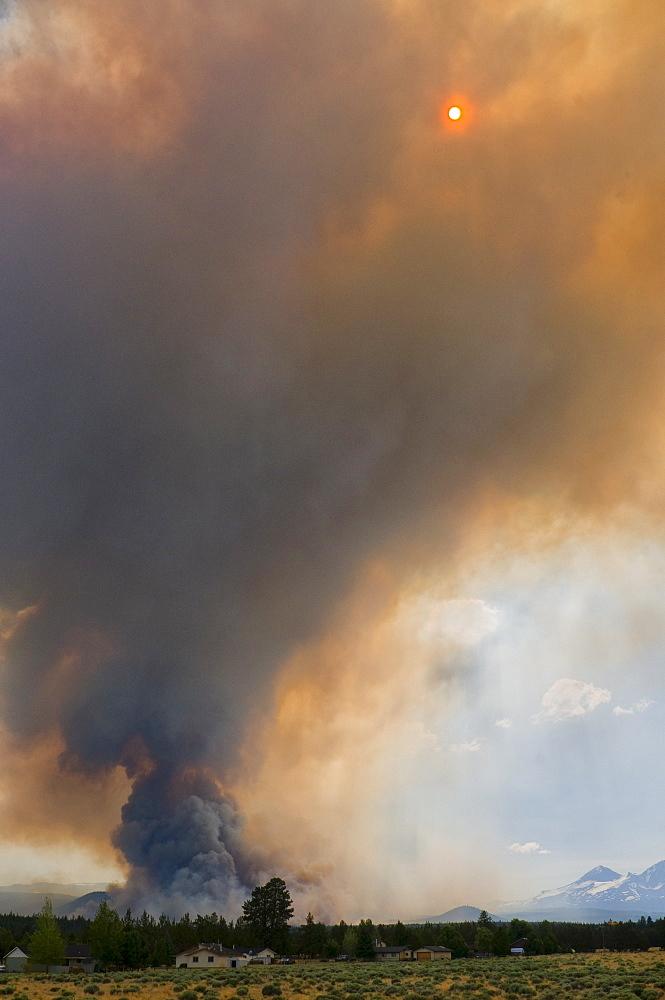 USA, Oregon, forest fire