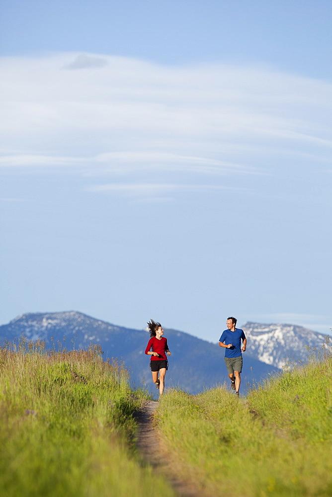 USA, Montana, Kalispell, Couple jogging in mountainside, USA, Montana, Kalispell