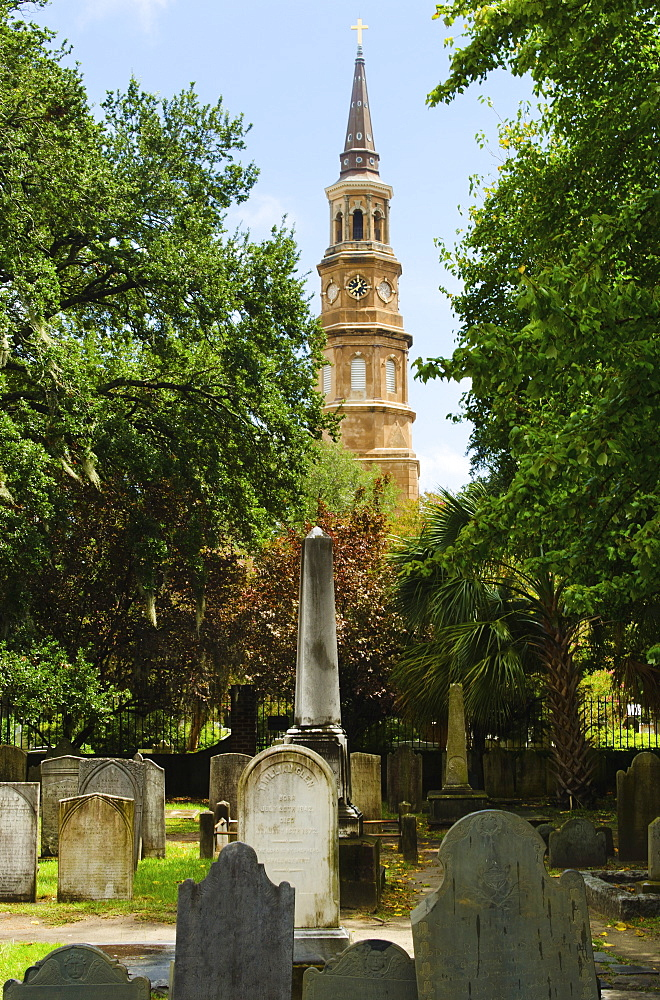 USA, South Carolina, Charleston, St. Philip's Church and cemetery