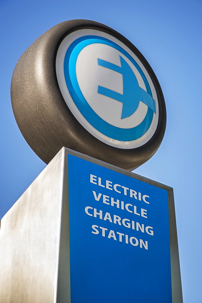 Electric charging station sign, Portland, Oregon