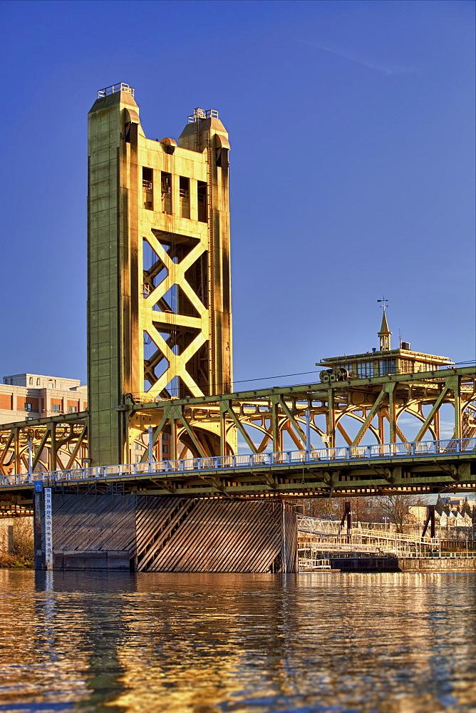 USA, California, Sacramento, tower bridge over Sacramento river, USA, California, Sacramento
