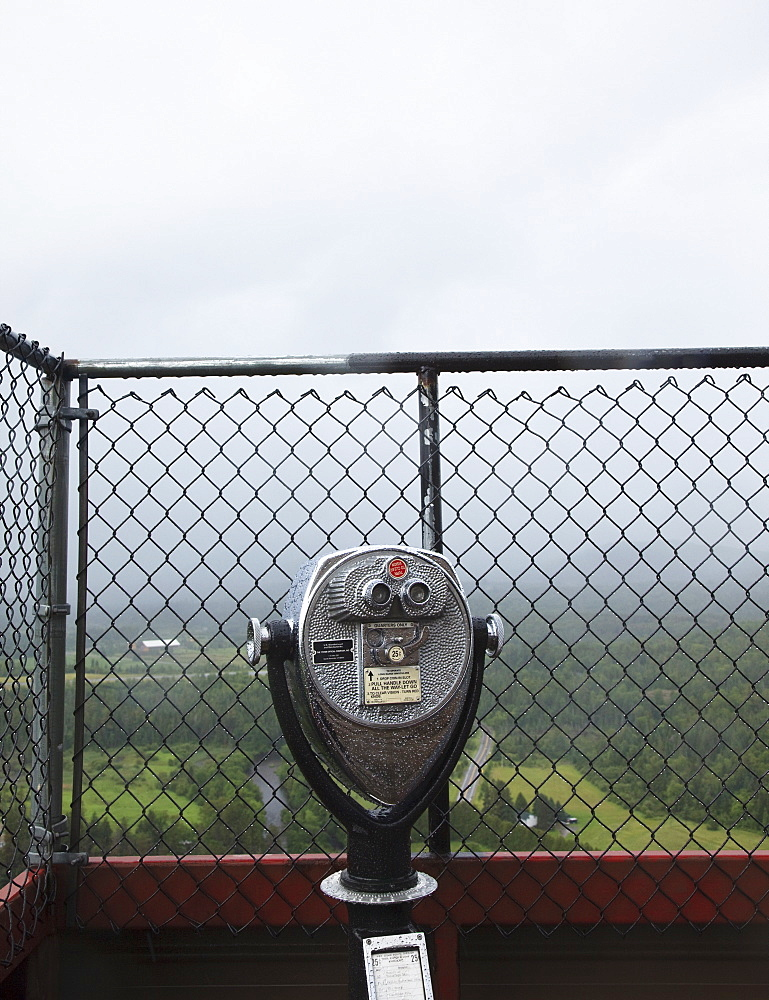 Coin-operated binoculars