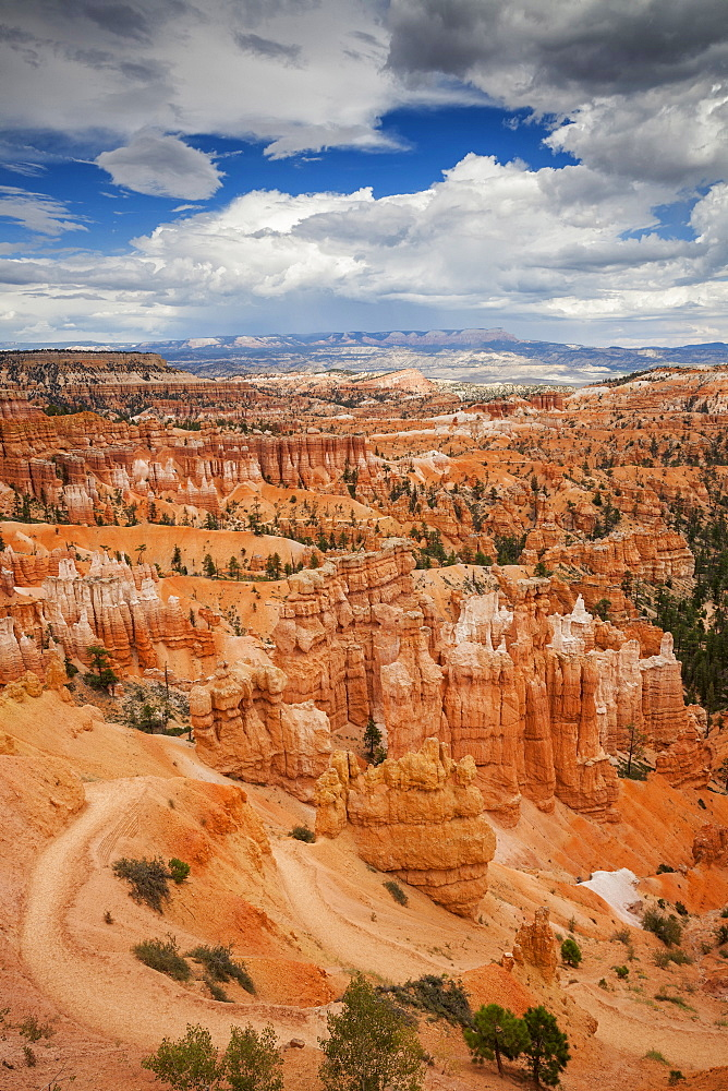 Navajo Trail, Navajo Trail winds through Bryce Canyon National Park, Utah