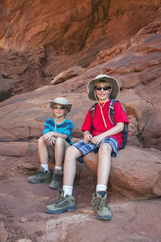 Twin Boys (10-11) Hiking, USA, Utah, Arches National Park, Moab