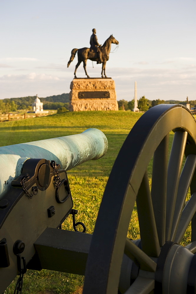 Meade statue behind cannon