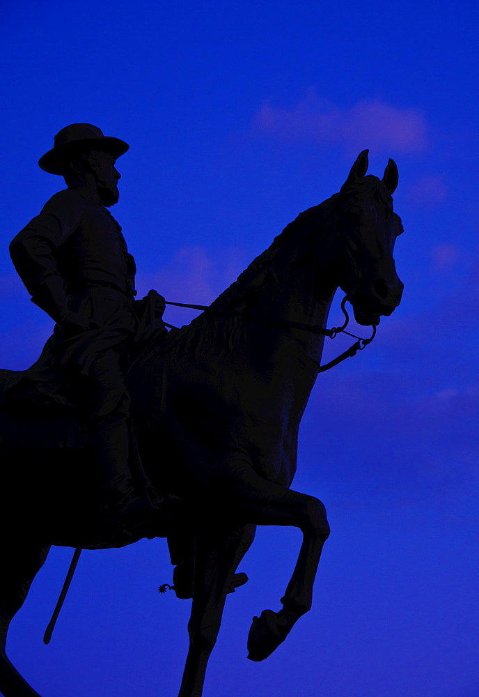 USA, Pennsylvania, Gettysburg, Cemetery Hill, statue of soldier on horse