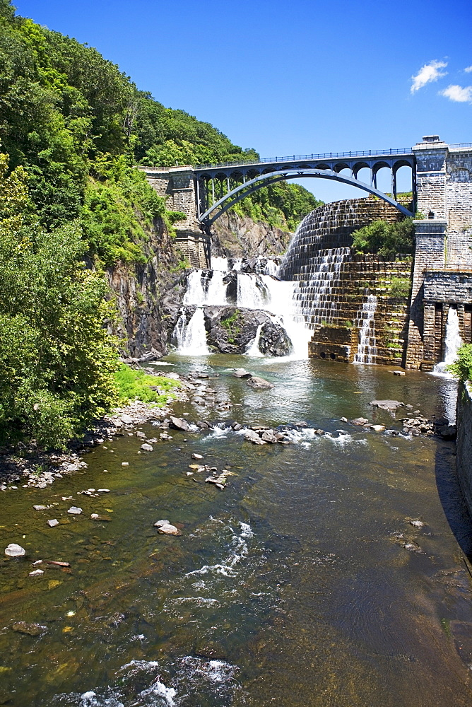 USA, New York State, Croton, Dam and waterfall under bridge