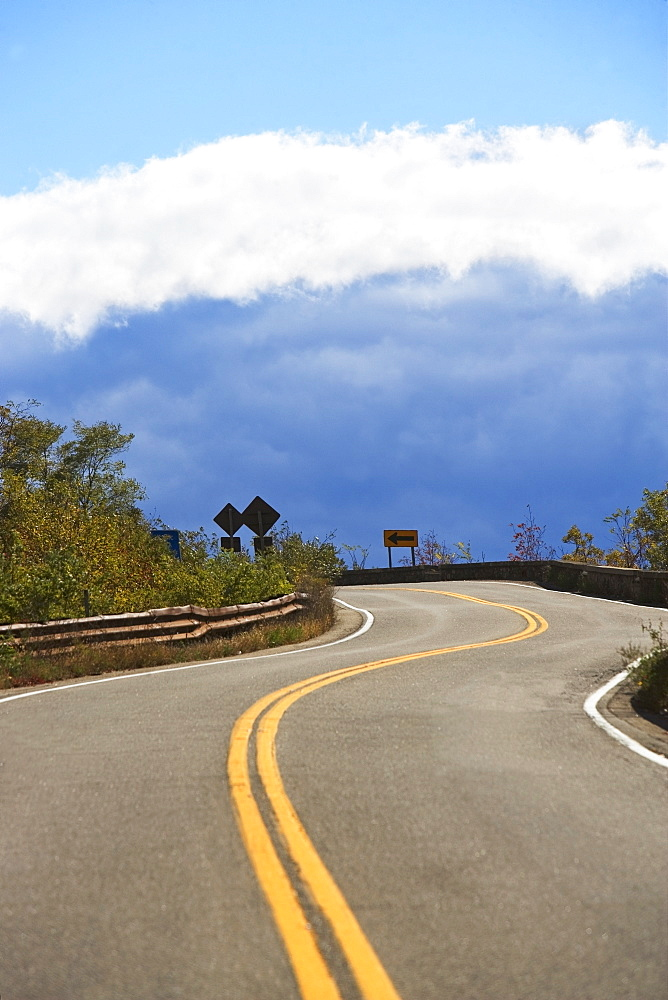 USA, New York, Bear Mountain, winding road