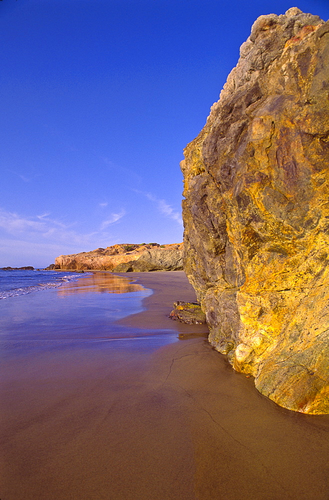 Mexico, Gulf of California, Baja California Sur, View of sandy beach, Mexico, Baja California Sur