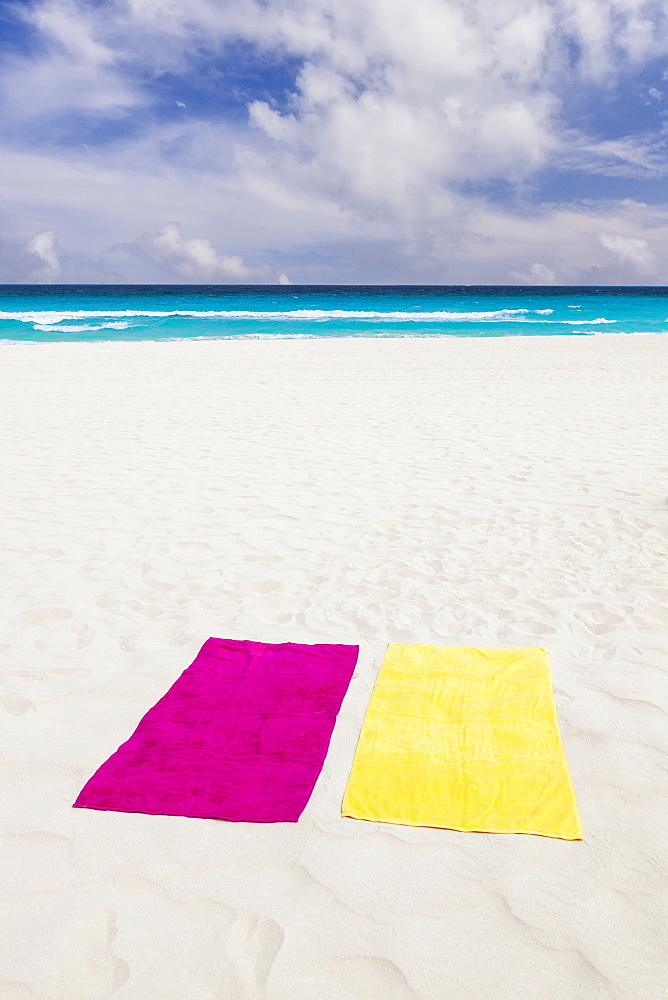 Mexico, Quintana Roo, Yucatan Peninsula, Cancun, Towels on beach, Mexico, Quintana Roo, Yucatan Peninsula, Cancun