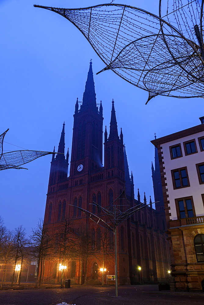 Marktkirche silhouetted at dawn, Germany, Hesse, Wiesbaden, Rathaus and Marktkirche