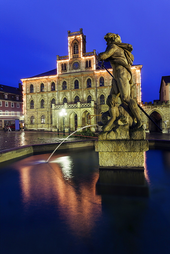 Fountain statue and town hall, Germany, Thuringia, Weimar