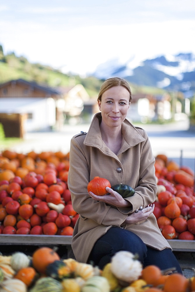 Austria, Salzburger Land, Maria Alm, Portrait of mature woman holding vegetables