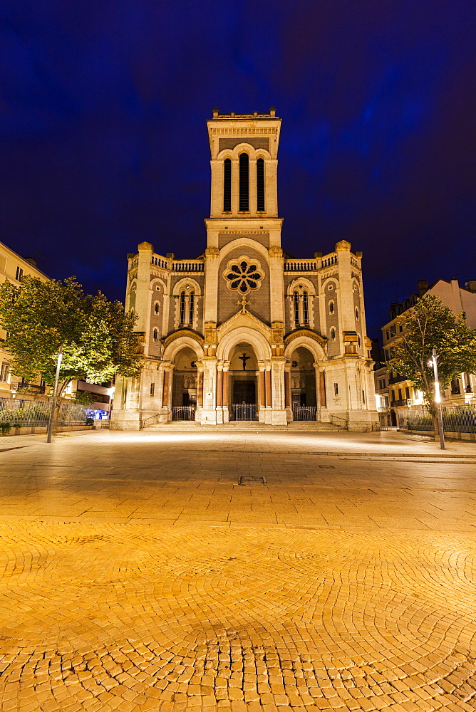 France, Auvergne-Rhone-Alpes, Saint-Etienne, Saint-Charles-de-Borrome Cathedral at night