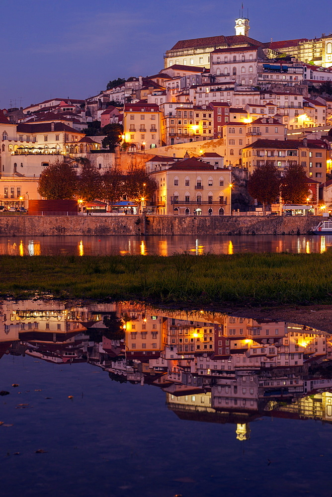 Portugal, Centro Region, Coimbra, Panorama of Coimbra across Mondego River