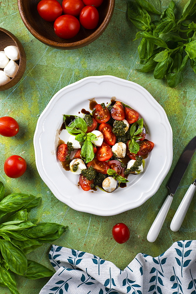 Basil, tomato and mozzarella salad