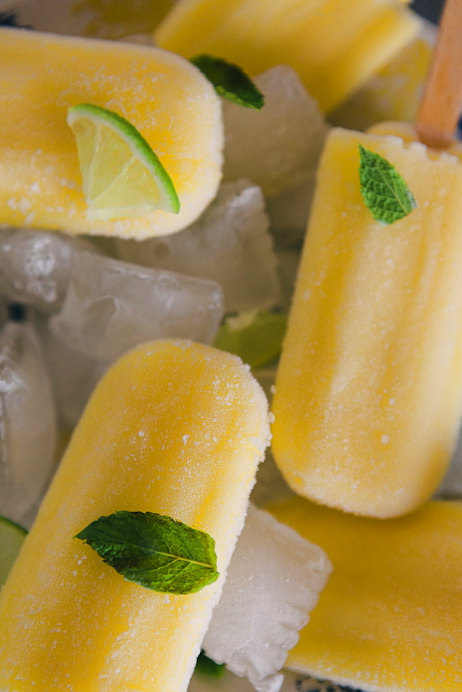 Lemon ice pops with mint and lime