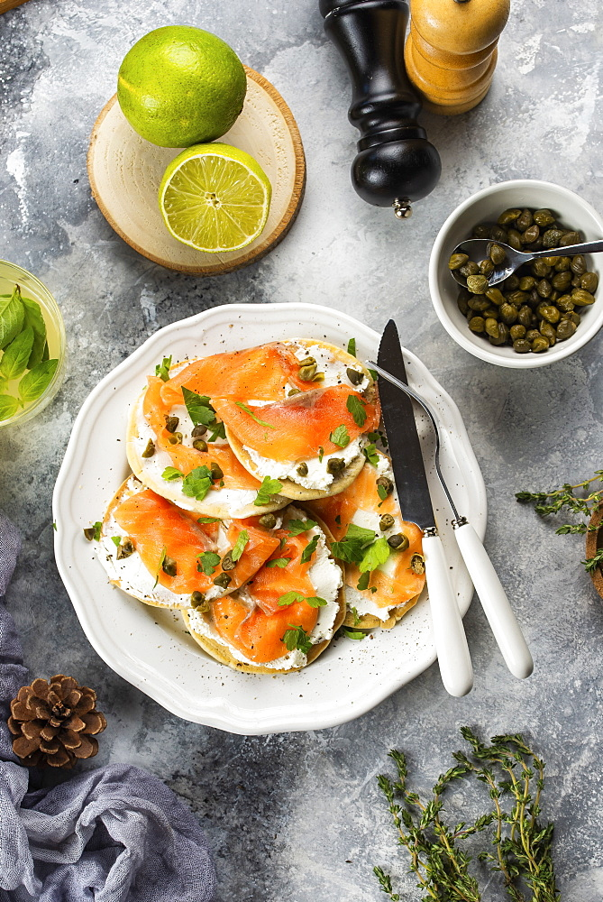 Salmon and cream cheese toasts