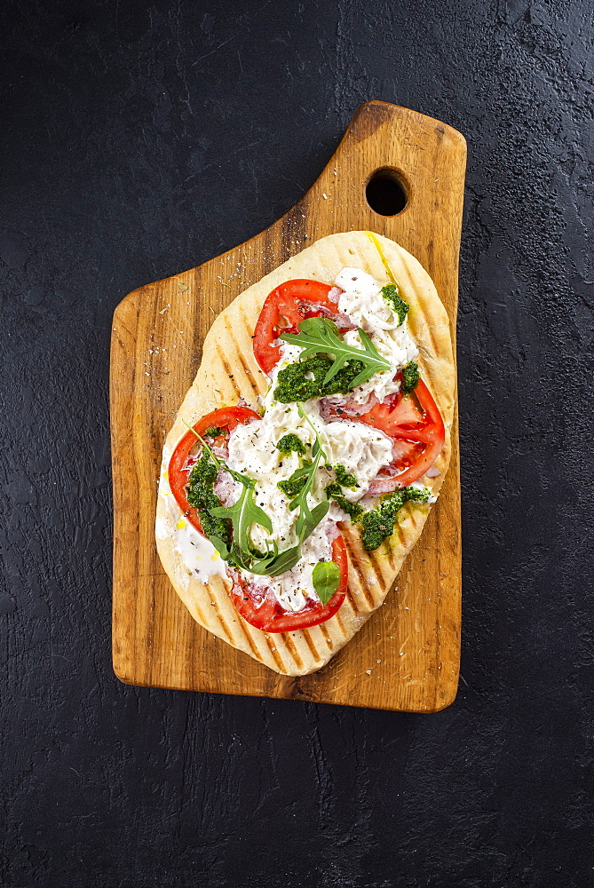 Bread topped with tomato and fish - 1178-27781